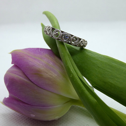 White Gold Vintage Diamond Swirl Band