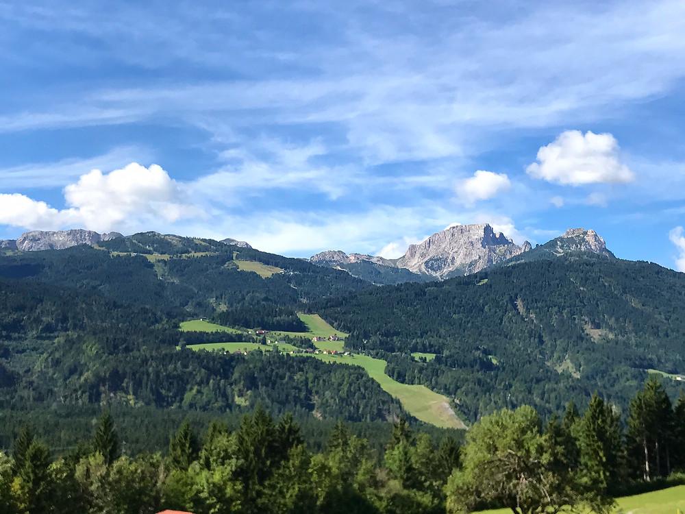 Blick vom österreichischen Kameritsch auf die Alpensüdseite - oben befindet sich die Grenze zu Italien