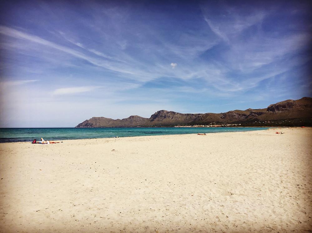 Strand bei Son Sierra de Marina, Mallorca, Spanien