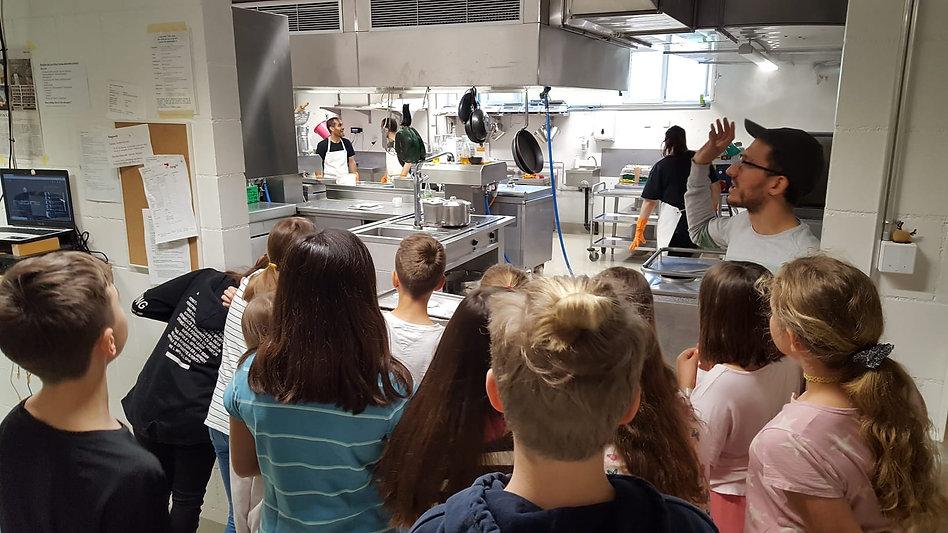 ums pfünderli_workshops schule (taller escuela, falta el texto todavia) (3).jpg