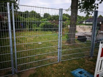 Der Zaun wird allmählich....