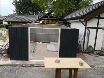 """Neue """"Hütte"""" steht auch fast komplett..."""