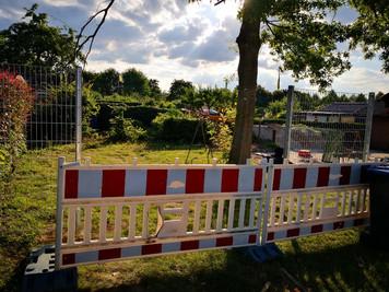 Ein neuer Tag mit Tagewerk.... Ein Stück Zaun mehr... Es wird...