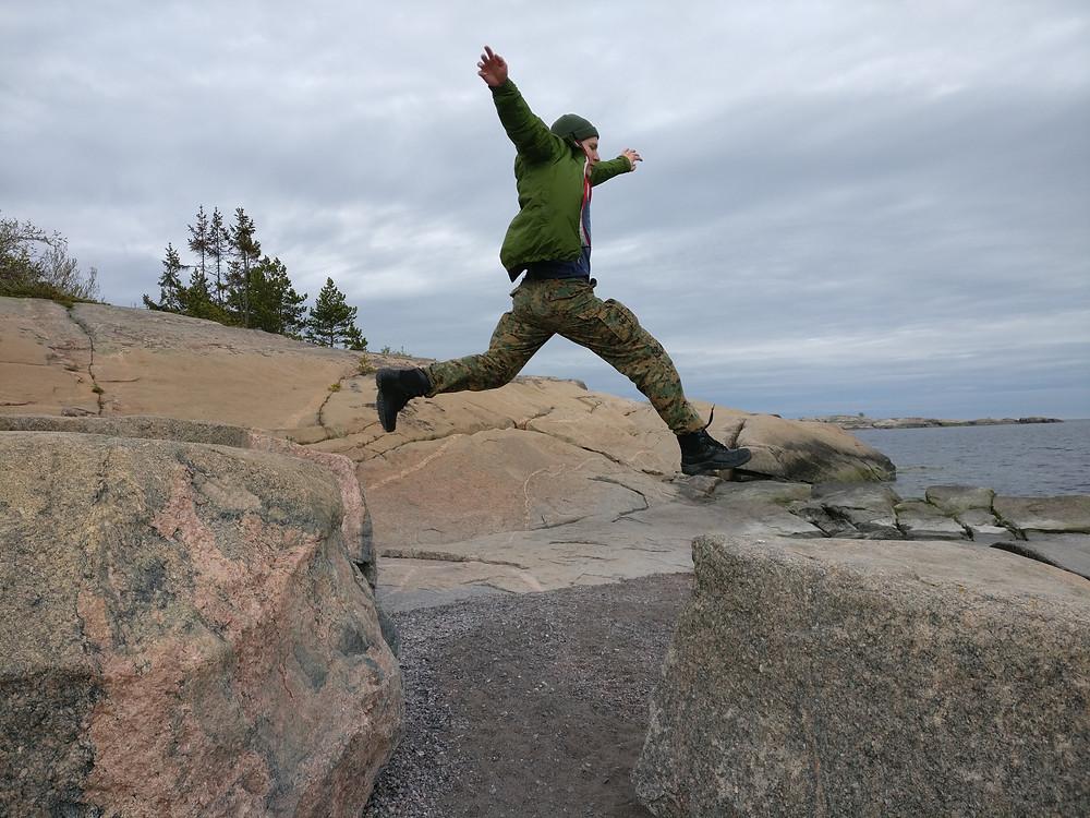 Lennokasta retkeilyä uljailla kallioilla!