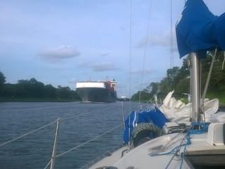Itämerelle ilotulitusten saattelemina
