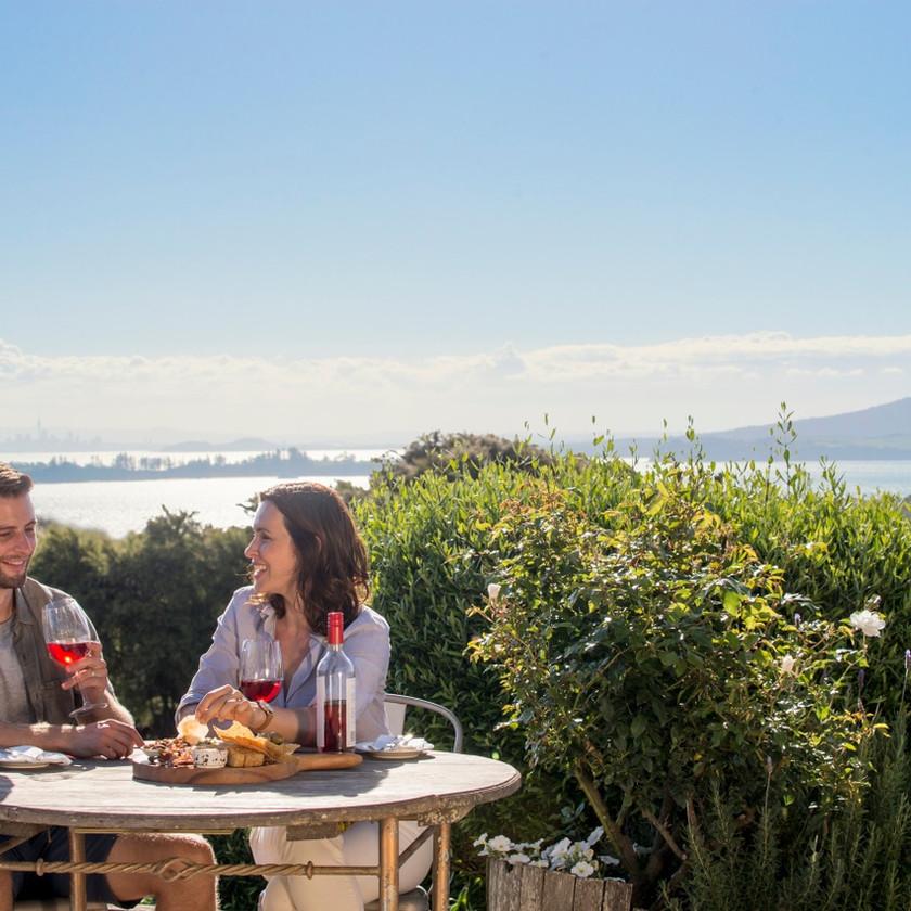 Auckland City Sights and Waiheke Wine Tour