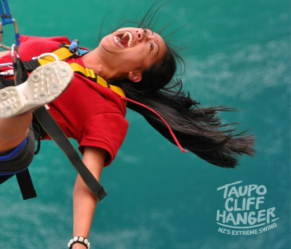 Solo Extreme Swing. Taupo Cliffhanger.