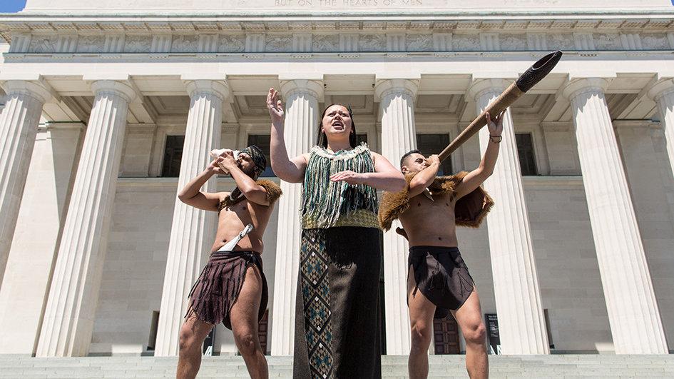 Маорийское шоу в Оклендском музее, Новая Зеландия. Туры в Новую Зеландию. Гид в Новой Зеландии. Экскурсии в Новой Зеландии.