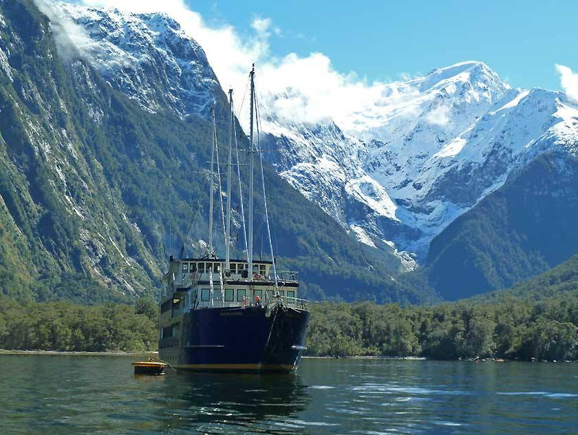 Milford Sound Coach/Nature Cruise/Fly ex Queenstown