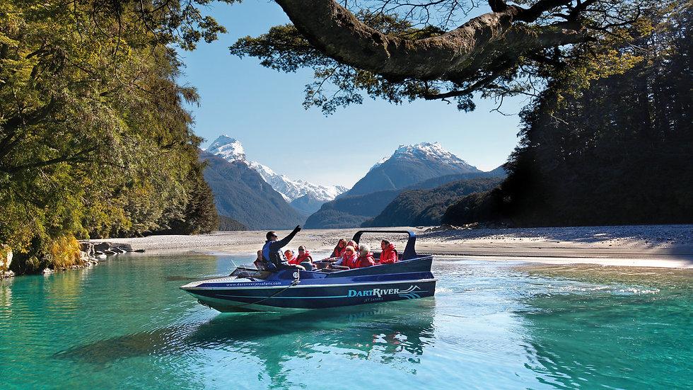 Катание на моторной лодке по реке Дарт, Квинстаун, Новая Зеландия. Туры в Новую Зеландию. Гид в Новой Зеландии.