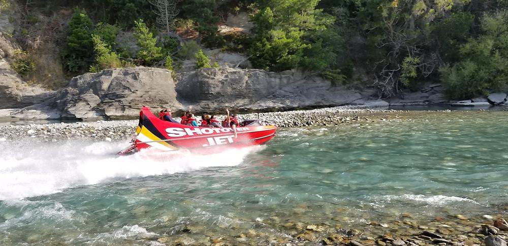 катание на скоростной лодке по реке Шотовер, Новая Зеландия. Туры в Новую Зеландию. Гид в Новой Зеландии.