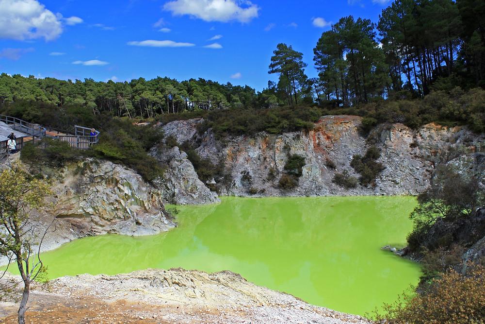 """Озеро """"Ванна Дьявола"""", геотермальный парк Вай-О-Тапу, Роторуа, Новая Зеландия. Туры в Новую Зеландию."""