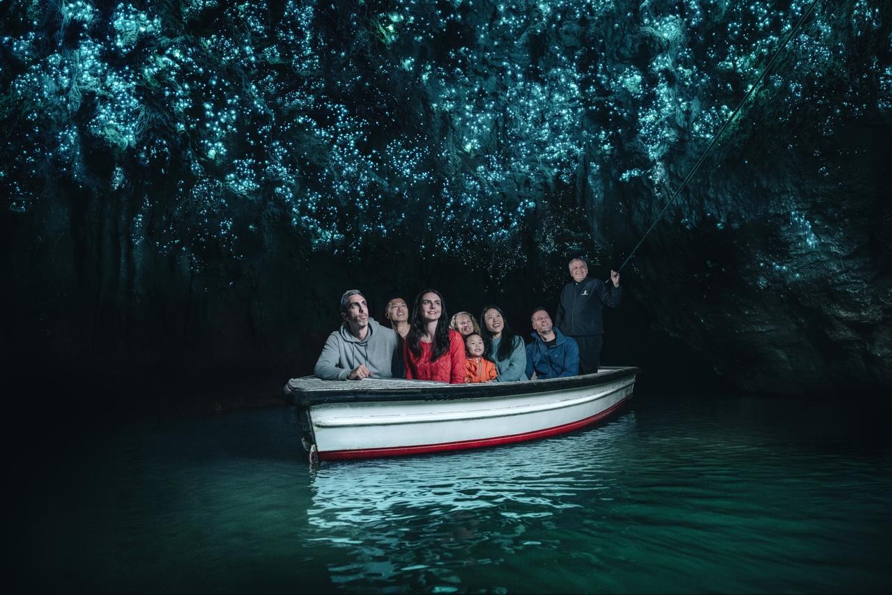 Тур в пещеру Вайтомо Глоувом, Новая Зеландия