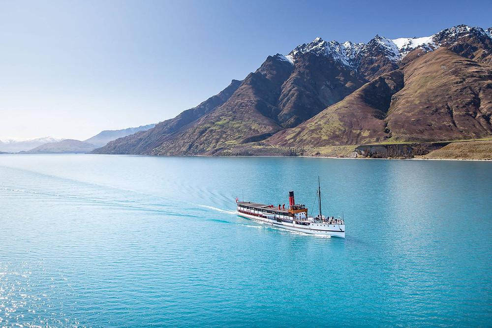 Колесный пароход на озере Вакатипу, Квинстаун, Новая Зеландия. Туры в Новую Зеландию. Гид в Новой Зеландии.