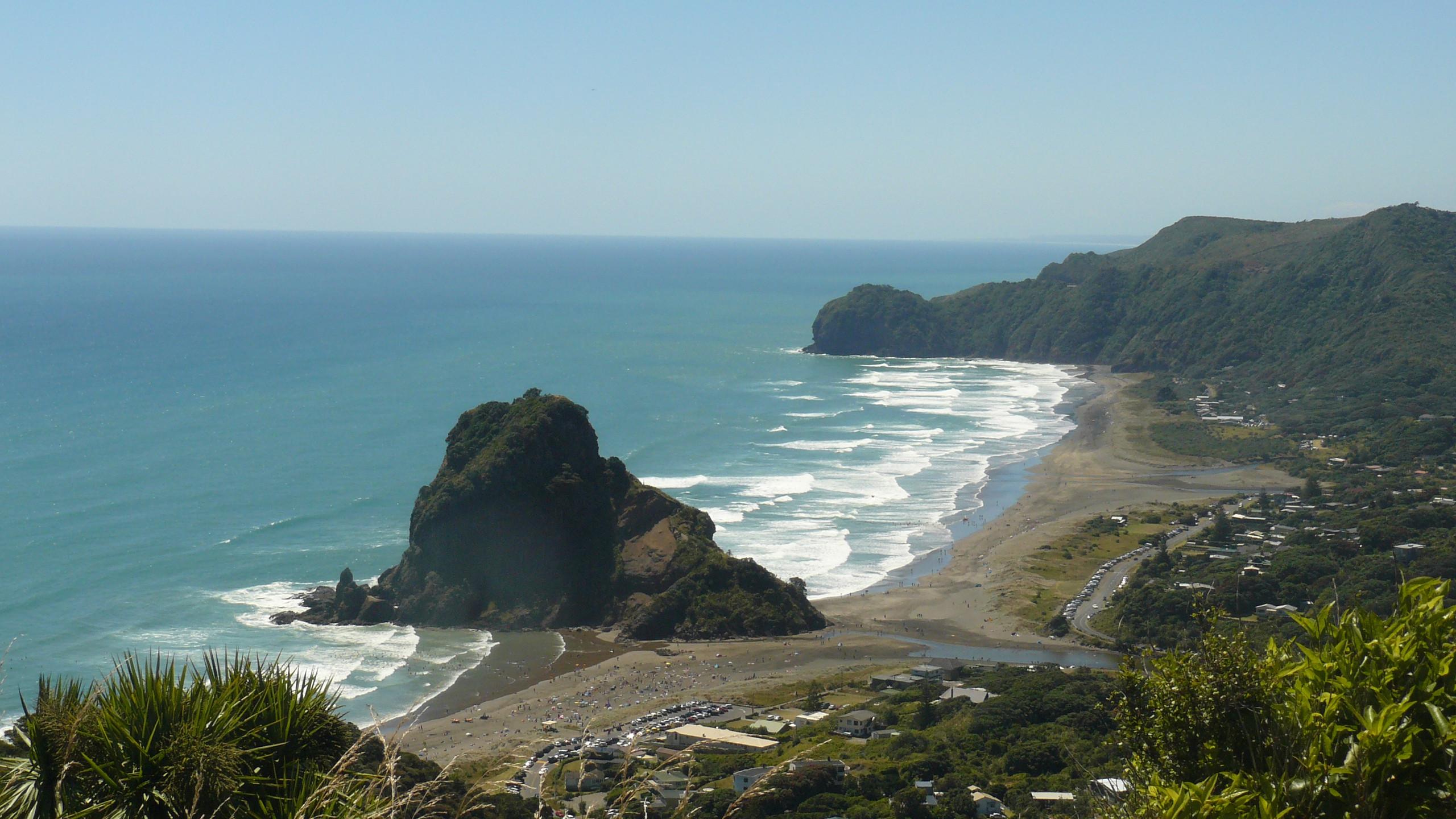 Piha beach near Auckland, New Zealand attractions, New Zealand activities