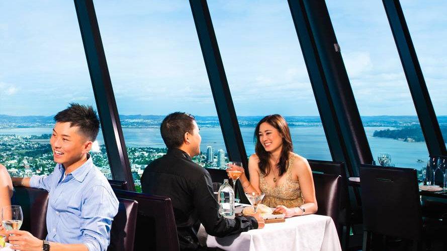 ресторан Орбита на оклендской башне Sky Tower. Туры в Новую Зеландию. Гид в Новой Зеландии. Экскурсии в Новой Зеландии.