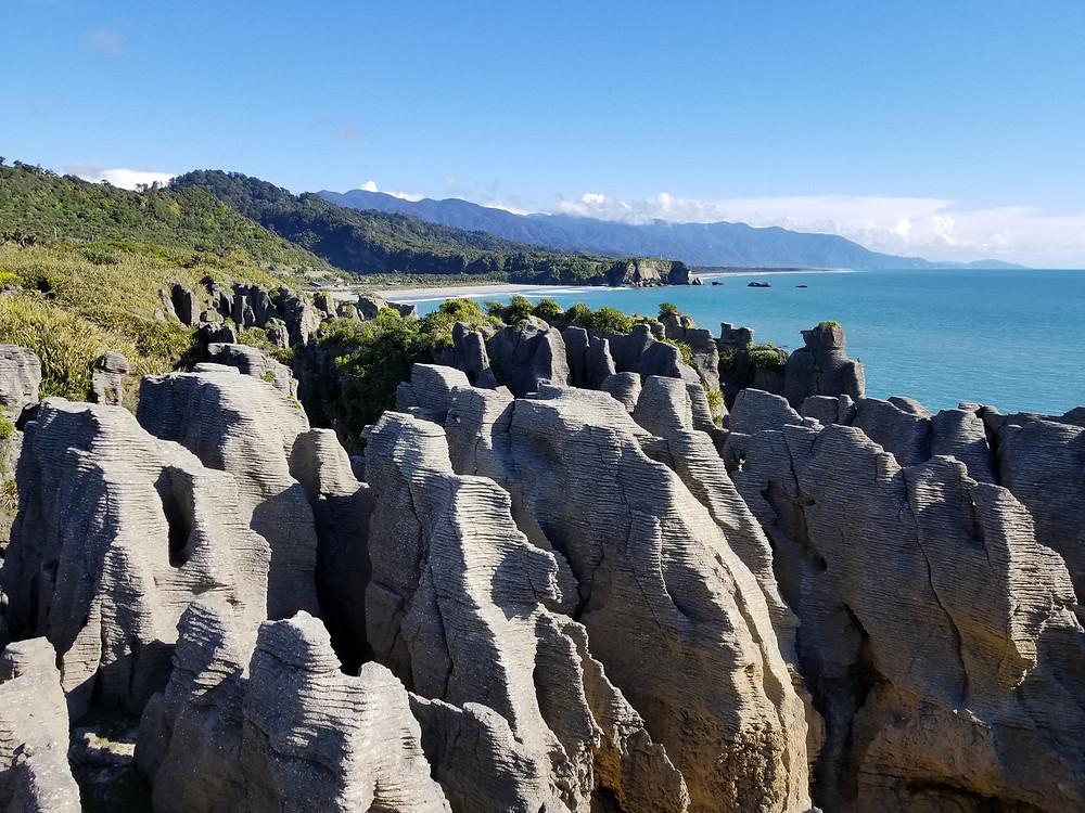Блинчиковые скалы Пунакаики, Новая Зеландия. Туры в Новую Зеландию. Гид в Новой Зеландии.