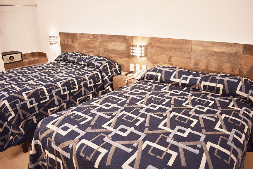 hotel en Leon, habitación cuádruple clásica, camas dobles, cuatro personas