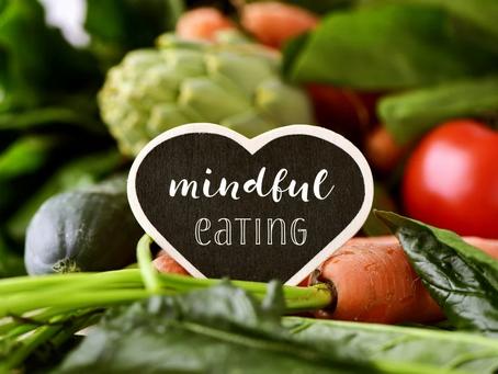 Como a meditação pode transformar sua relação com a comida?