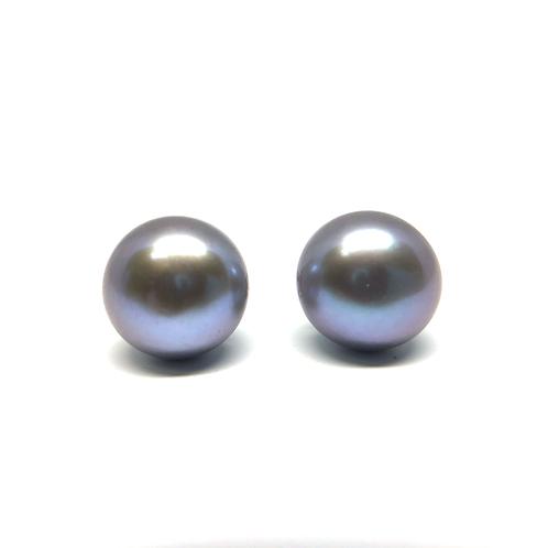 Silvery gray pearl stud earrings. Freshwater earring studs. Gray freshwater pearl stud earrings. Pearl studs. Freshwater.