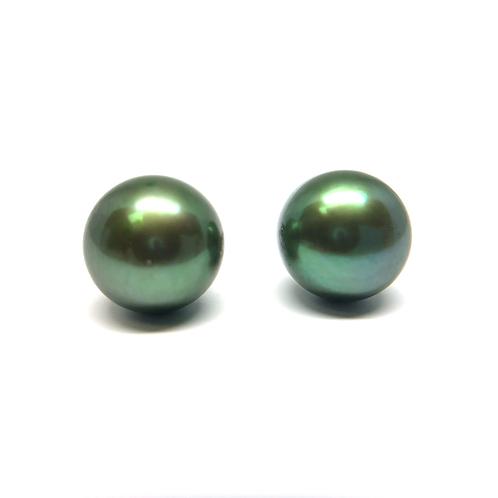 Emerald green freshwater pearl stud earrings. Green pearl studs. Green pearl stud earrings. Pearl earrings. Green pearls.