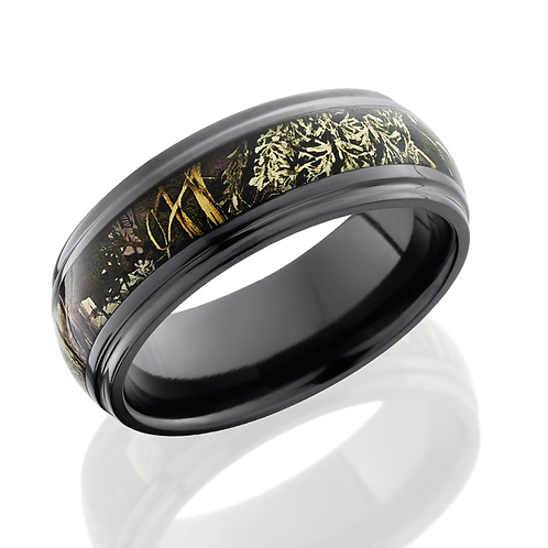Zirconium men's wedding band with Realtree MAX camo inlay and beveled, polished edges. Camo ring. Camouflage ring. Mossy oak.