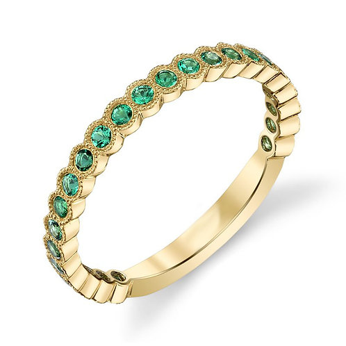 14K yellow gold stackable ring with emeralds. Emerald bezel set ring. Bezel set emerald stackbable ring in yellow gold. Stack