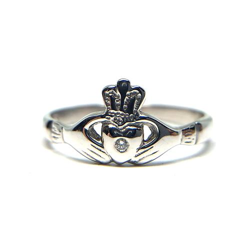 14K white gold claddagh ring. Irish love ring. Irish promise ring. Irish claddagh ring in white gold with diamond. Diamonds.