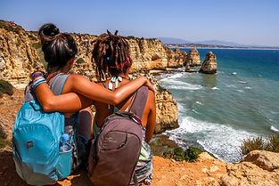 friends-backpacking-together.jpg