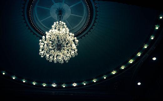 chandelier-940307_1920.jpg