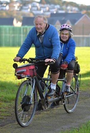 Conheça o casal que pedala junto e permanece unido há 69 anos