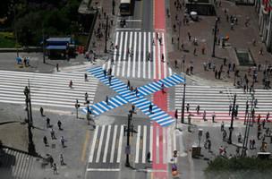 Por que ciclistas não param nos semáforos? Por que pedestres atravessam fora da faixa ou por debaixo