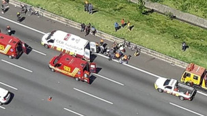 Ônibus atropela ciclistas na Rodovia dos Bandeirantes, em SP e 3 pessoas morrem