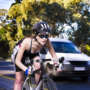 """Nova tecnologia vai permitir que bikes e carros """"conversem"""" no trânsito"""