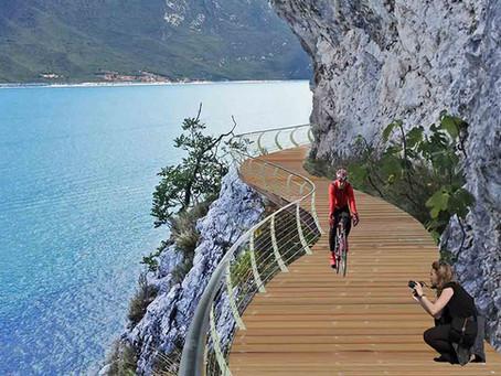 Pista ciclabile sul lago di Garda