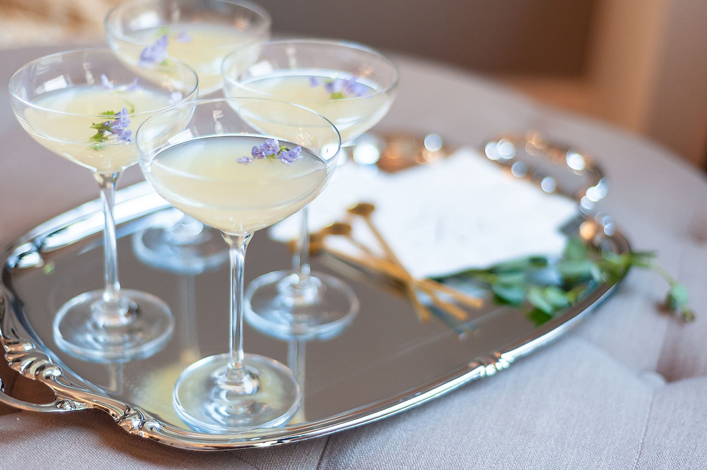 Pros and cons of having an open bar your wedding