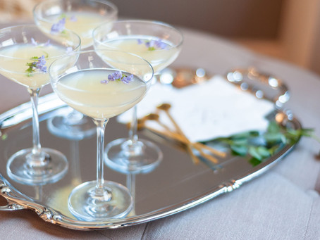 Pros and Cons of Having an Open Bar at Your Wedding