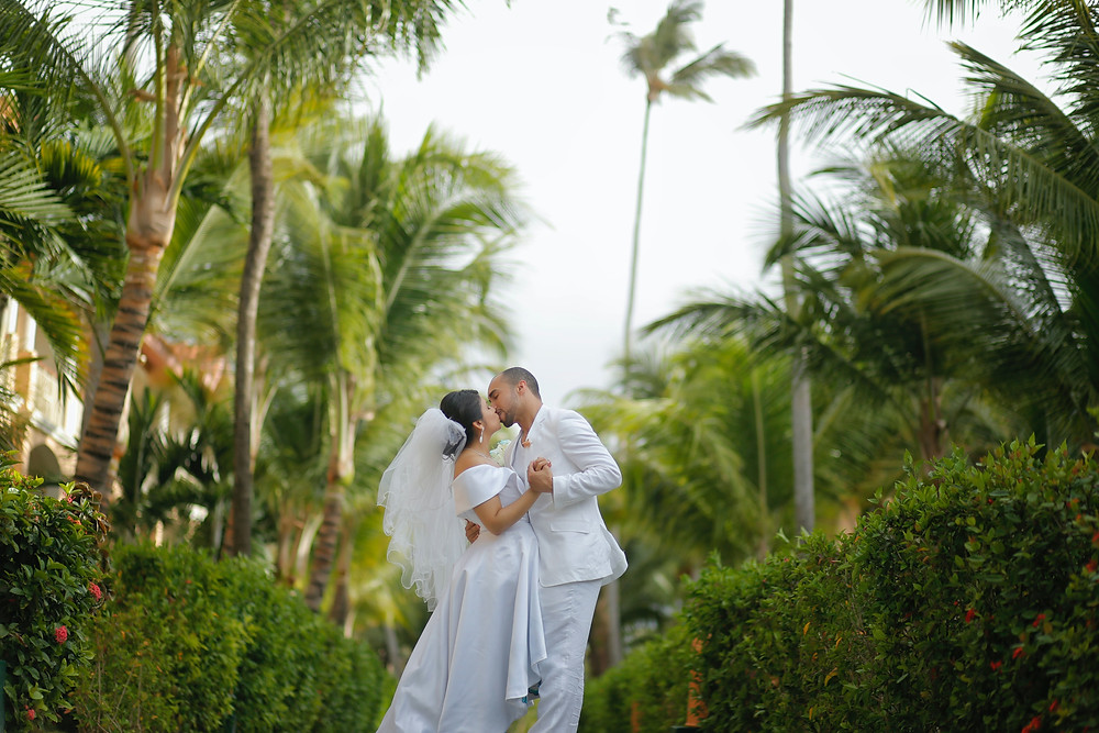 Pros and Cons of Backyard Wedding