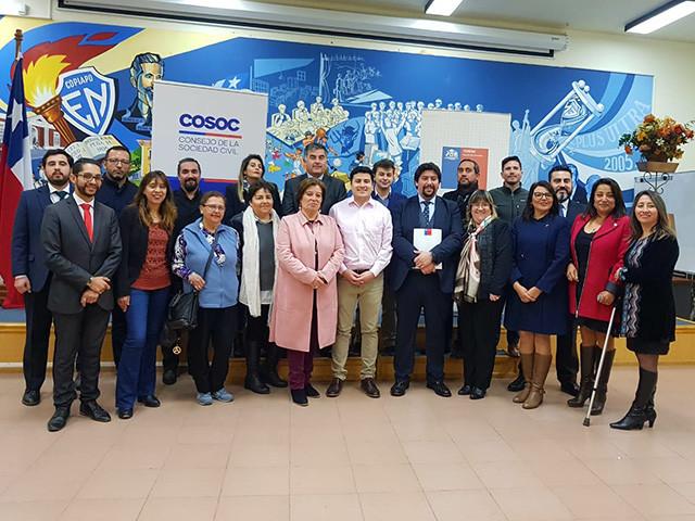 Ingrid Bohn junto a la Seremi de Educación y a los integrantes del Cosoc