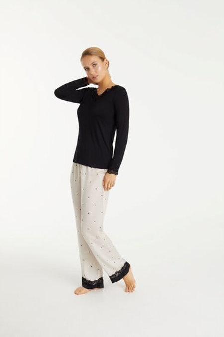 Promise pyjama satijnen broek bollen, effen zwarte longsleeve