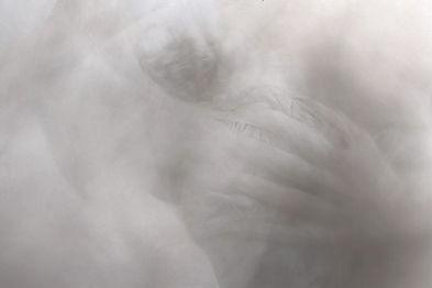 Mélina Jaouen Photographe Arles Brest Finistère video jalouse performance couple danse bataille peinture blanche art contemporain flou blanc nudité art