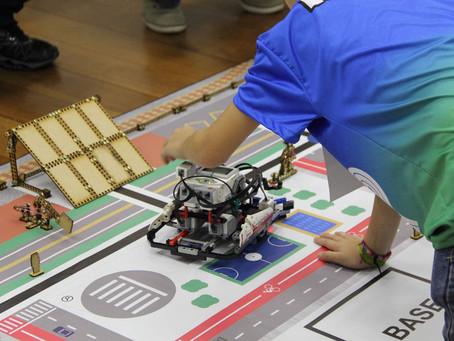 Escola de tecnologia oferece cursos de robótica e programação para crianças e adolescentes