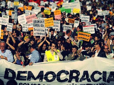 Qual é o papel da participação cidadã em uma democracia?