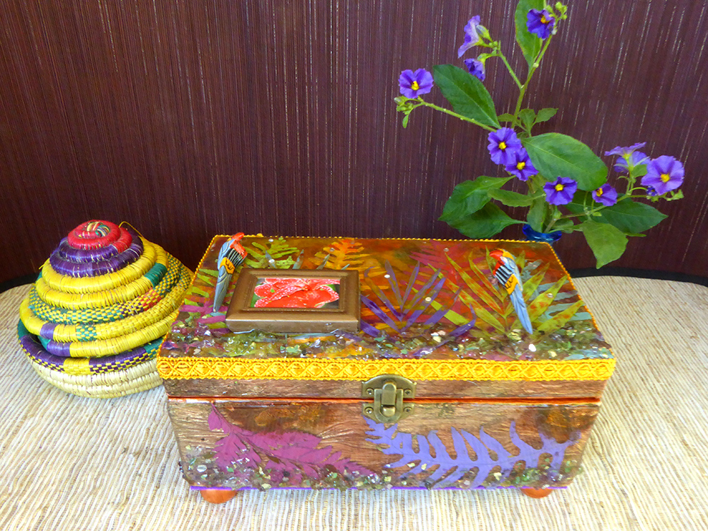 Tropical Jewelry Box - in setting