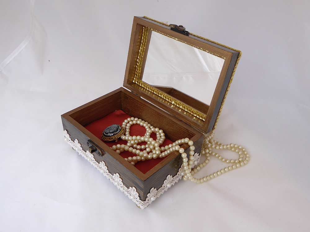 Art Deco Jewelry Box – Interior