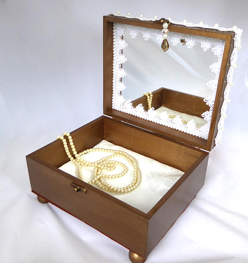 Shell & Dove Jewelry Box – Interior