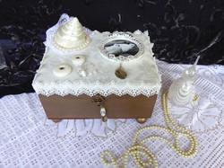 Shell & Dove Jewelry Box –in setting