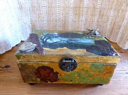 tree & waterfall decorative box