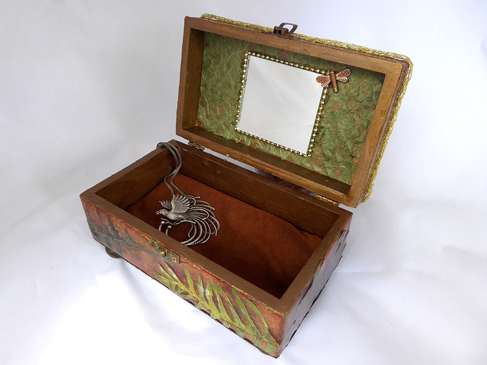 Dragonfly Jewelry Box – Interior