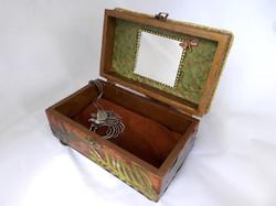 Dragonfly Jewelry Box – Interior